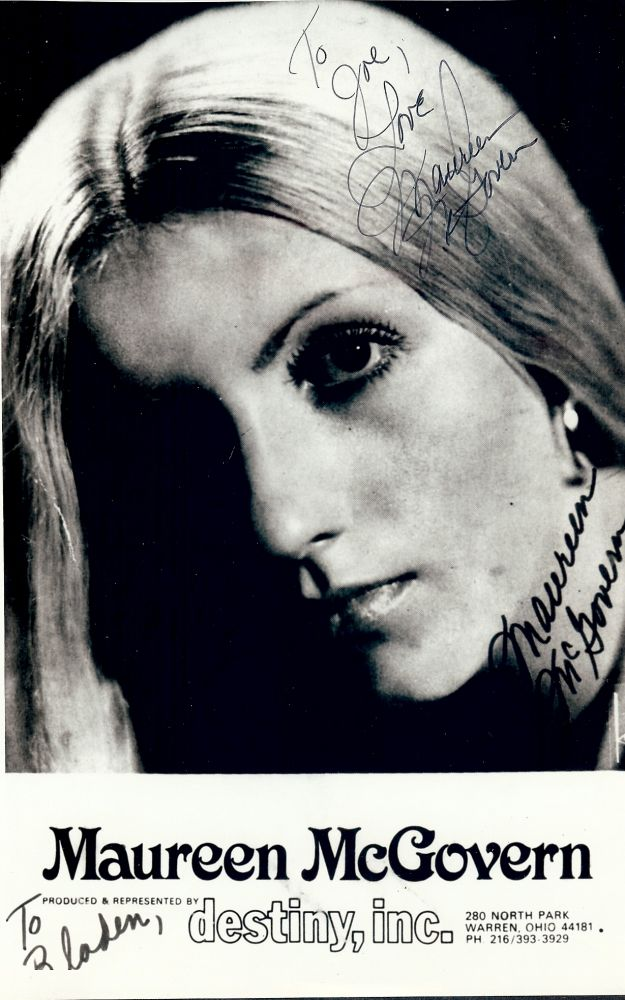 Signed Photograph. Maureen McGOVERN.