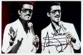SIGNED PHOTOGRAPH. SAMMY DAVIS JR