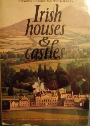 IRISH HOUSES AND CASTLES. Desmond GUINNES.